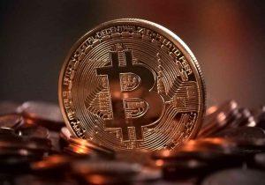 Bitcoin, sell-off prevedibile ma da che parte conviene stare?