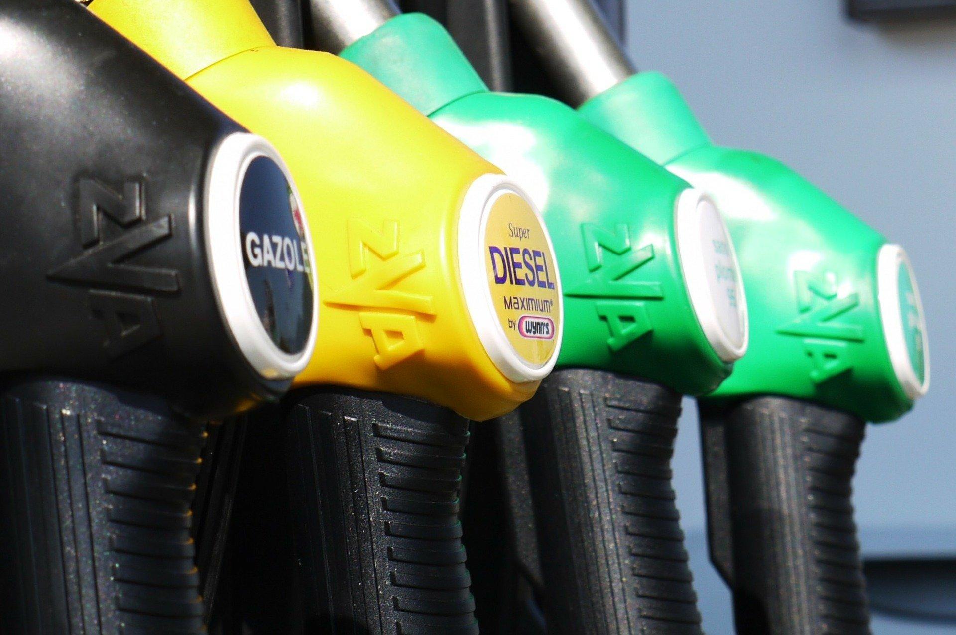 Svolta storica in UE: stop a benzina e diesel